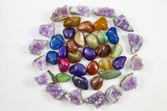 Διάφοροι πολύτιμοι λίθοι και κρύσταλλα σε έναν κύκλο Στοκ Εικόνες