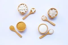 Διάφοροι τύποι ζαχαρών στο λευκό στοκ φωτογραφία