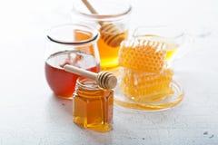 Διάφοροι τύποι μελιών και κηρηθρών στοκ εικόνα με δικαίωμα ελεύθερης χρήσης
