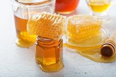 Διάφοροι τύποι μελιών και κηρηθρών στοκ φωτογραφίες