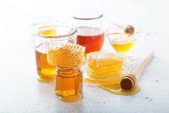 Διάφοροι τύποι μελιών και κηρηθρών στοκ εικόνες