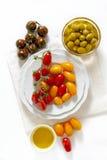 Διάφοροι τύποι ντοματών κερασιών: κόκκινος, κίτρινος και μαύρος σισιλιάνος στοκ εικόνες
