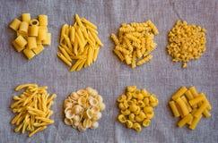 Διάφοροι τύποι ξηρών ζυμαρικών Στοκ εικόνα με δικαίωμα ελεύθερης χρήσης
