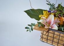 Διάφορος των λουλουδιών στο κιβώτιο στοκ φωτογραφία με δικαίωμα ελεύθερης χρήσης