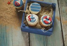 Διάφορο καλοκαίρι Cupcakes διανυσματική απεικόνιση