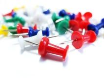 Διάφορο Pushpins στο άσπρο υπόβαθρο Στοκ Εικόνες