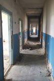 Διάδρομος ενός εγκαταλειμμένου κτηρίου Στοκ φωτογραφίες με δικαίωμα ελεύθερης χρήσης