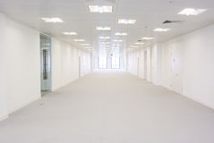 Διάδρομος κτιρίου γραφείων Στοκ εικόνες με δικαίωμα ελεύθερης χρήσης