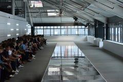 Διάδρομος στον ΠΡΟΪΣΤΑΜΕΝΟ - η Hugo Boss παρουσιάζει Στοκ εικόνα με δικαίωμα ελεύθερης χρήσης