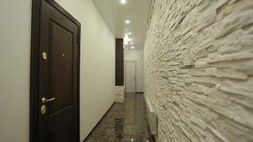 Διάδρομος στο ξενοδοχείο απόθεμα βίντεο