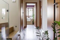 Διάδρομος στο σύγχρονο σπίτι στοκ φωτογραφία με δικαίωμα ελεύθερης χρήσης