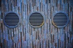 Διέξοδοι στον τοίχο Στοκ Φωτογραφία