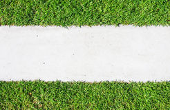 διαβάσεις πεζών πάρκων χλόης τούβλου Στοκ εικόνα με δικαίωμα ελεύθερης χρήσης