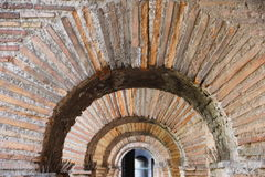 Διαβάσεις πεζών στους τοίχους Aurelian της Ρώμης στοκ εικόνες