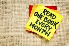 Διαβάστε μια σημείωση υπενθυμίσεων βιβλίων κάθε μήνα στοκ φωτογραφία