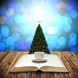 Διαβάστε τη Βίβλο στη ημέρα των Χριστουγέννων Στοκ Εικόνα