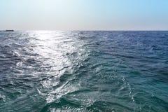 διαβάστε το ηλιοβασίλεμα θάλασσας Στοκ φωτογραφίες με δικαίωμα ελεύθερης χρήσης