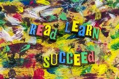 Διαβάστε ότι μάθετε πετυχαίνει τα παιδιά εκπαίδευσης Στοκ Εικόνες