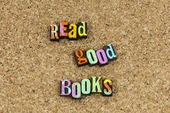 Διαβάστε ότι τα καλά βιβλία εξερευνούν απολαμβάνουν στοκ εικόνα με δικαίωμα ελεύθερης χρήσης