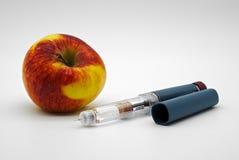 Διαβήτης, μάνδρα ινσουλίνης και μήλο Στοκ φωτογραφία με δικαίωμα ελεύθερης χρήσης