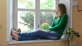 Διαβασμένη γυναίκα στρωματοειδής φλέβα βιβλίων