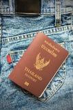 Διαβατήρια, που τίθενται στα τζιν Στοκ φωτογραφία με δικαίωμα ελεύθερης χρήσης