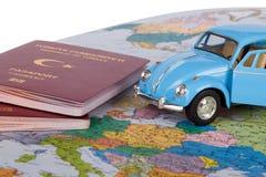 Διαβατήριο, αυτοκίνητο παιχνιδιών και παγκόσμιος χάρτης Στοκ εικόνες με δικαίωμα ελεύθερης χρήσης