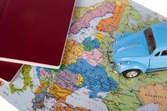Διαβατήριο, αυτοκίνητο παιχνιδιών και παγκόσμιος χάρτης Στοκ φωτογραφίες με δικαίωμα ελεύθερης χρήσης