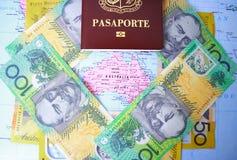 Διαβατήριο και αυστραλιανά χρήματα Στοκ Φωτογραφία