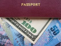 Διαβατήριο και νομίσματα Στοκ Εικόνα
