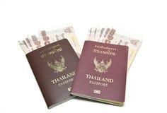 Διαβατήριο και χρήματα Στοκ Φωτογραφίες