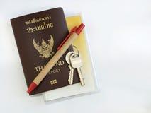 Διαβατήριο με τα εξαρτήματα Στοκ εικόνες με δικαίωμα ελεύθερης χρήσης