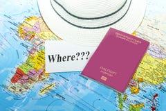 Διαβατήριο που πυροβολείται πέρα από το χάρτη Στοκ φωτογραφίες με δικαίωμα ελεύθερης χρήσης