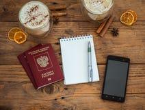 Διαβατήριο, σημειωματάριο και φλιτζάνι του καφέ Στοκ εικόνες με δικαίωμα ελεύθερης χρήσης