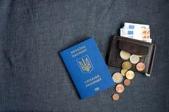 Διαβατήριο της Ουκρανίας με ευρο- Bill μέσα Σε ένα γκρίζο backgraund Στοκ φωτογραφία με δικαίωμα ελεύθερης χρήσης