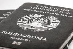 Διαβατήριο του πολίτη της Δημοκρατίας του Τατζικιστάν να ταξιδεψει στο εξωτερικό Στοκ φωτογραφία με δικαίωμα ελεύθερης χρήσης