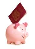 διαβατήριο τραπεζών piggy Στοκ φωτογραφίες με δικαίωμα ελεύθερης χρήσης