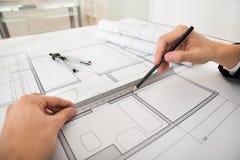 Διαγράμματα σχεδίων μηχανικών σε χαρτί σχεδιαγραμμάτων Στοκ φωτογραφία με δικαίωμα ελεύθερης χρήσης
