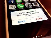 Διαγραφή facebook app Στοκ εικόνα με δικαίωμα ελεύθερης χρήσης