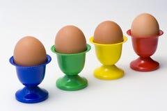Διαγώνια ζωηρόχρωμα φλυτζάνια αυγών Στοκ εικόνα με δικαίωμα ελεύθερης χρήσης