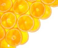 Διαγώνιος από τις πορτοκαλιές φέτες στο λευκό Στοκ φωτογραφίες με δικαίωμα ελεύθερης χρήσης