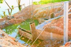 Διαγώνιος ποταμός γεφυρών κατασκευής με το διάστημα αντιγράφων Στοκ Φωτογραφίες