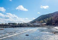Διαγώνιος ποταμός γεφυρών σε Arashiyama, Ιαπωνία Στοκ φωτογραφίες με δικαίωμα ελεύθερης χρήσης