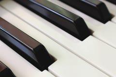 Διαγώνιος πυροβολισμός πιάνων keybord Μουσική έννοια στοκ εικόνες