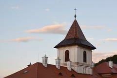 Διαγώνιος πύργος του ορθόδοξων μοναστηριού και της εκκλησίας Brancoveanu Στοκ εικόνα με δικαίωμα ελεύθερης χρήσης