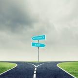 Διαγώνιος δρόμος με το σημάδι Στοκ Εικόνες