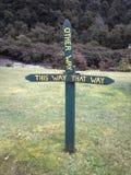 Διαγώνιος τρόπος, σήμα κυκλοφορίας, Νέα Ζηλανδία Στοκ φωτογραφία με δικαίωμα ελεύθερης χρήσης