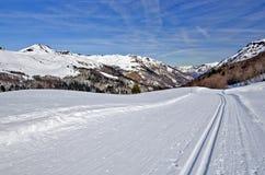 Διαγώνιο ίχνος σκι χώρας στο θέρετρο Somport Στοκ Εικόνες