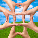 διαγώνιο ιατρικό σύμβολο χεριών στοκ φωτογραφία με δικαίωμα ελεύθερης χρήσης