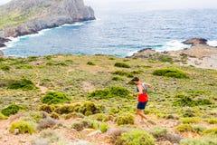 Διαγώνιο τρέχοντας άτομο χωρών, εμπνευσμένα βουνά Στοκ φωτογραφία με δικαίωμα ελεύθερης χρήσης